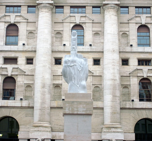 Скулптурата L.O.V.E.