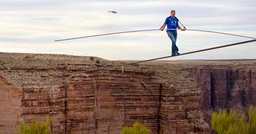 Ник Валенда премина по въже над Гранд Каньон