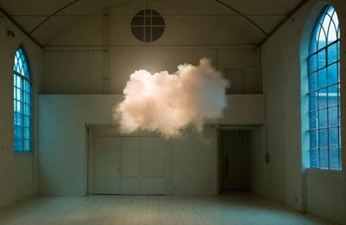 Облак в стаята