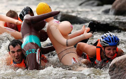 Водни спортове: състезание със секс кукли