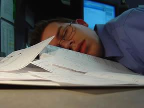 Заспал на бюрото си