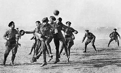Футбол по време на война
