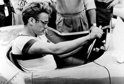 Джеймс Дийн в състезателна кола