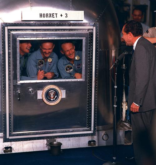 """Екипажът на """"Аполо 11"""" под карантина"""
