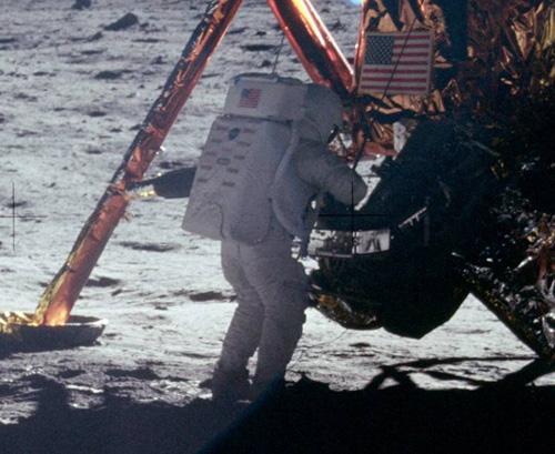 Нийл Армстронг на Луната