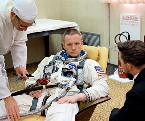 """Нийл Армстронг се подготвя за """"Джемини 8"""""""