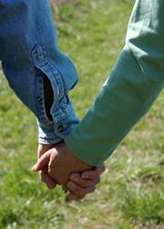 Хвани ръката й