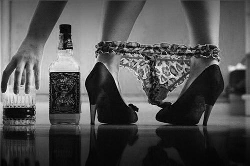 Мацка с чаша и бутилка