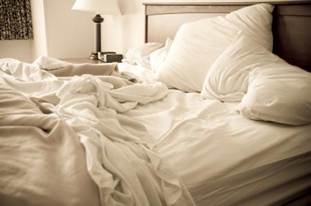 Разхвърляно легло