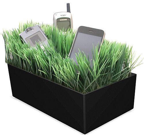 Зарядно в трева