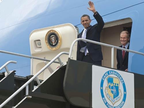 """Обама пристига в Космическия център """"Кенеди"""""""