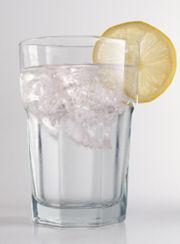 Минерална вода с лимон