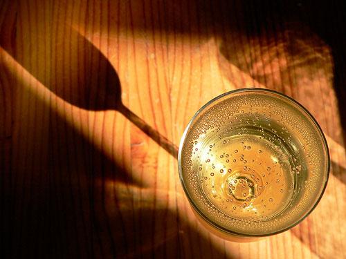 Чаша шампанско