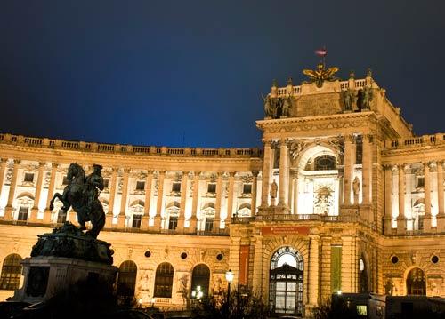 Дворецът Хофбург