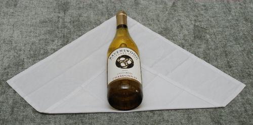 Как да завиеш бутилка вино в кърпа