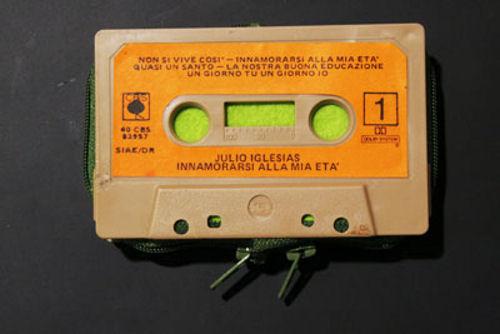 Ретро портфейл от стара касета
