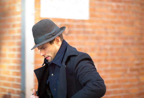 Мъж с шапка