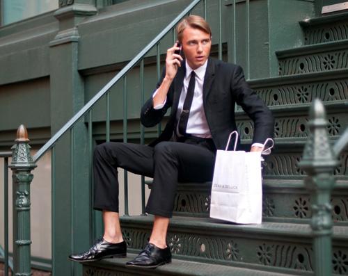 Костюм + обувки – чорапи = ?